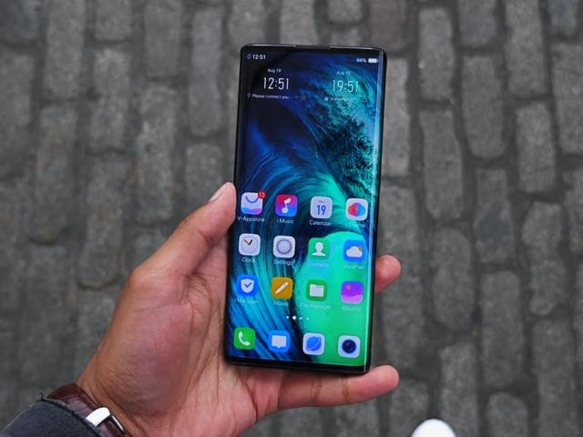 "The new Vivo NEX 3 with ""waterfall"" type screen and without side buttons can be seen in video in detail"