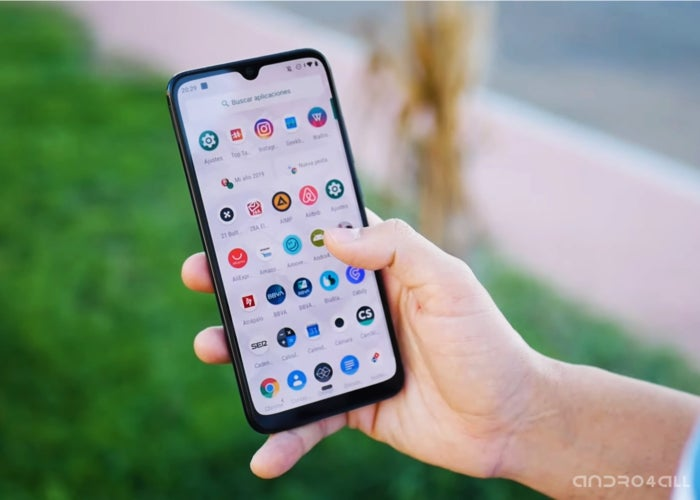 """Xiaomi """"width ="""" 700 """"height ="""" 500 """"class ="""" aligncenter size-large wp-image-374230 """"srcset ="""" https://andro4all.com/files/2019/07/Aplicaciones-en-un-Xiaomi- Mi-A3-700x500.jpg 700w, https://andro4all.com/files/2019/07/Aplicaciones-en-un-Xiaomi-Mi-A3-400x286.jpg 400w, https://andro4all.com/files/ 2019/07 / Applications-in-a-Xiaomi-Mi-A3-768x549.jpg 768w, https://andro4all.com/files/2019/07/Aplicaciones-en-un-Xiaomi-Mi-A3-220x157.jpg 220w, https://andro4all.com/files/2019/07/Aplicaciones-en-un-Xiaomi-Mi-A3.jpg 1400w """"sizes ="""" (max-width: 700px) 100vw, 700px """"/></p> <p>The Xiaomi Mi A family has been among us for a few years now, and has given us some of the terminals that, personally, I have recommended most to family and friends. The <strong>Xiaomi Mi A1 and Mi A2</strong> They arrived with good specifications, a clean and updated Android thanks to Android One, and an attractive price.</p> <p>The success they have achieved during these years <strong>has made Xiaomi the world's leading reference in Android One</strong>. Thanks to a publication on Twitter we can check the impressive superiority of the Chinese firm.</p> <h2>The Mi A have no rival in Android One</h2> <p>The official Xiaomi India account has been in charge of publishing some graphics on Twitter. With them we can understand in a simple way <strong>the impressive numbers harvested by the Mi A family over the past few years</strong>. As noted in the publication, more than 10 million series devices have been sold worldwide.</p> <p>The Xiaomi Mi A1, which was released in 2017, <strong>it became the most sold Android One device of that year</strong>. For its part, the Xiaomi Mi A2 <strong>You will see the light a year later, repeating success</strong> and far exceeding Nokia and Motorola devices.</p> <p><center></p> <blockquote class="""