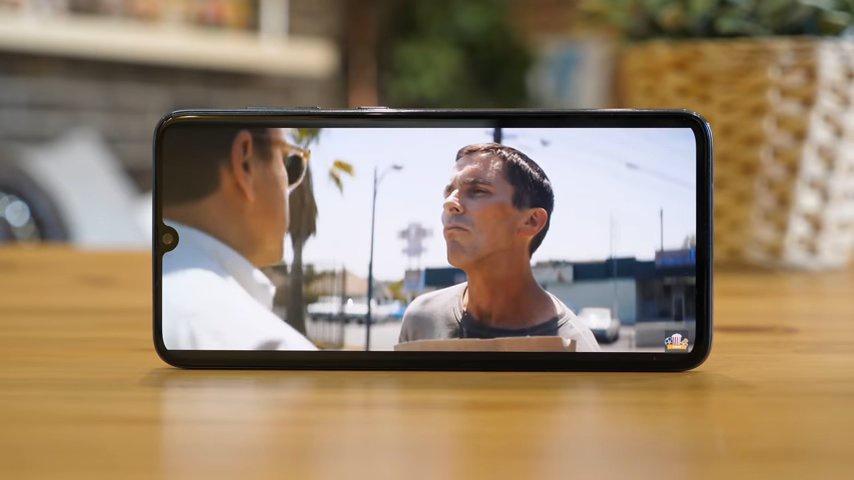 Samsung Galaxy A70 screen