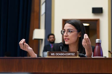 Mark Zuckerberg appeared before the United States Congress to defend the development of the Libra financial platform; Alexandria Ocasio-Cortez was among those who most strongly questioned the company's proposal