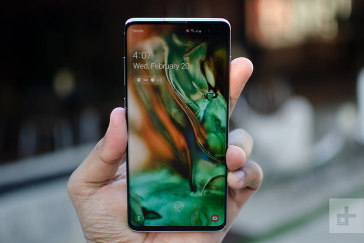 Galaxy S10 Plus has a great advantage in terms of screen.