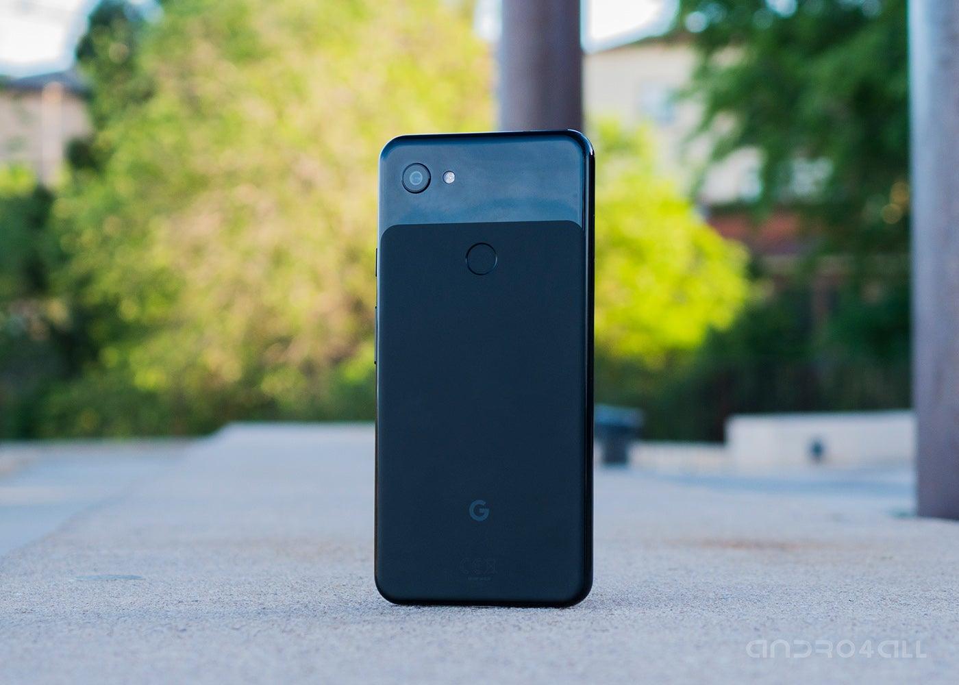 GOogle Pixel 3a XL, black back