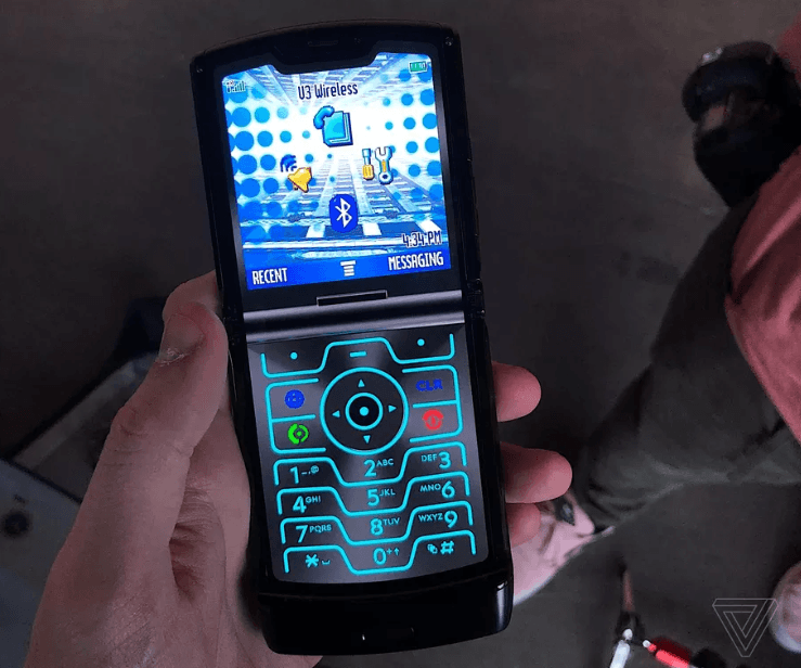 The Motorola Razr is official, a different folding smartphone 4