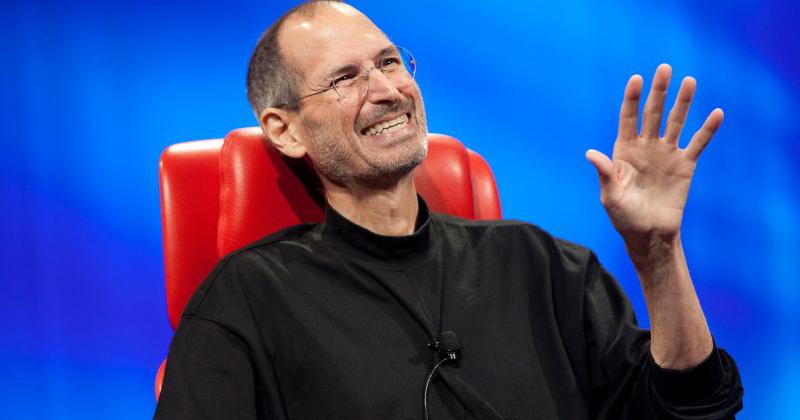 Steve Jobs riendo
