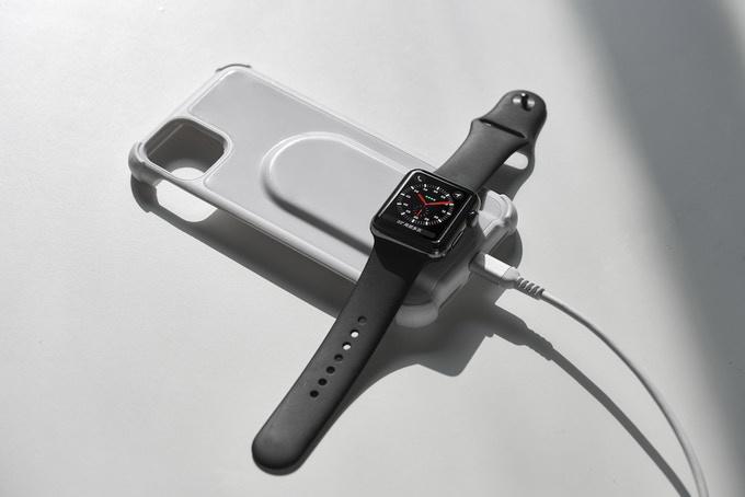 Using the Thunderocket Wireless Charging Case