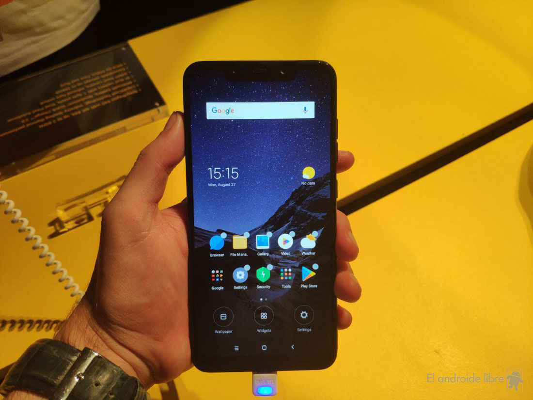 Contact with the Xiaomi Poco F1, a real bargain at a bargain price