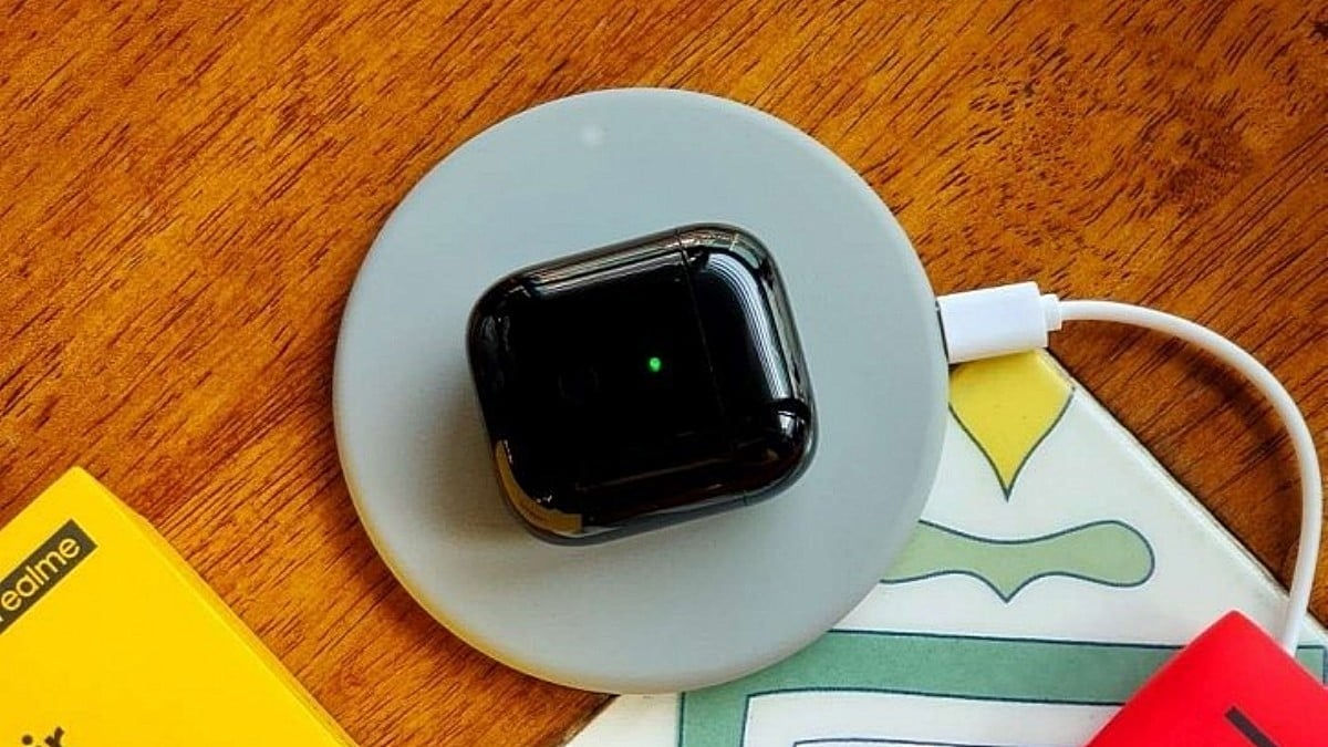 """wireless charging realme buds air """"width ="""" 1200 """"height ="""" 675"""