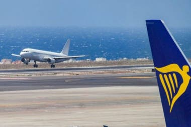 The politicians of the Canary Islands, in Spain, accuse the airlines of using geolocation to offer more expensive flights to residents. The airlines deny it