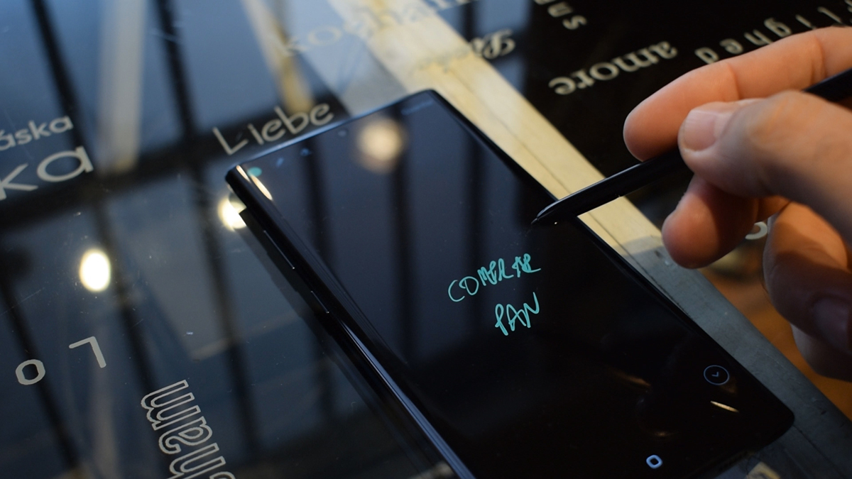 Take notes on the screen off of Note 10