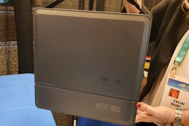 This is Intel's mini gamer PC, the NUC 9 Extreme Kit