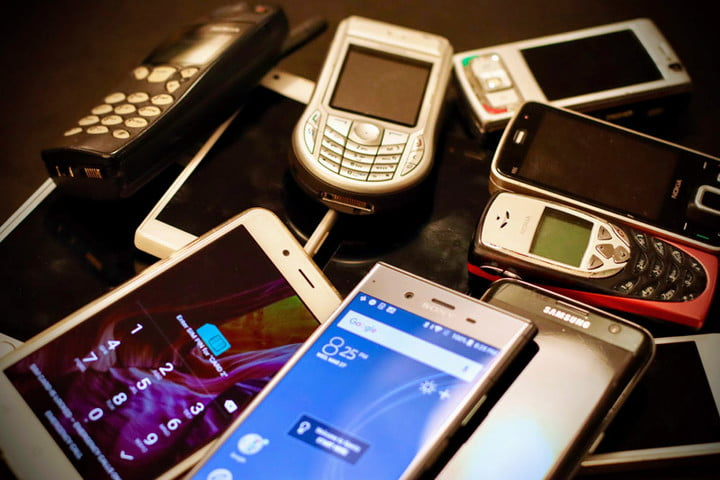 10 things that cell phones from 10 years ago couldn't do