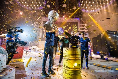 The pressure to achieve victories quickly to earn money in a few years is a constant pressure for professional eSports players