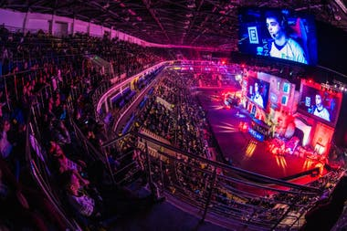ESports tournaments summon millions of people; Professional players have assistance teams similar to football, basketball or other sports