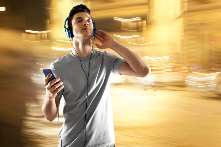 guy listening to music and convert wma to mp3