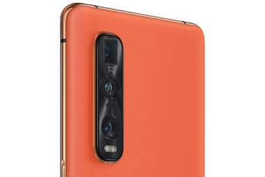 The Oppo Find X2 is available in a version with orange eco leather; here, next to the triple rear camera